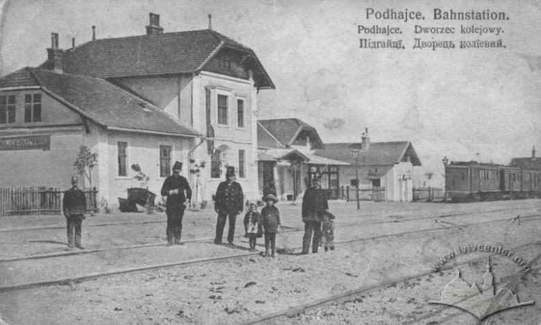 Dworzec kolejowe w Podhajcach