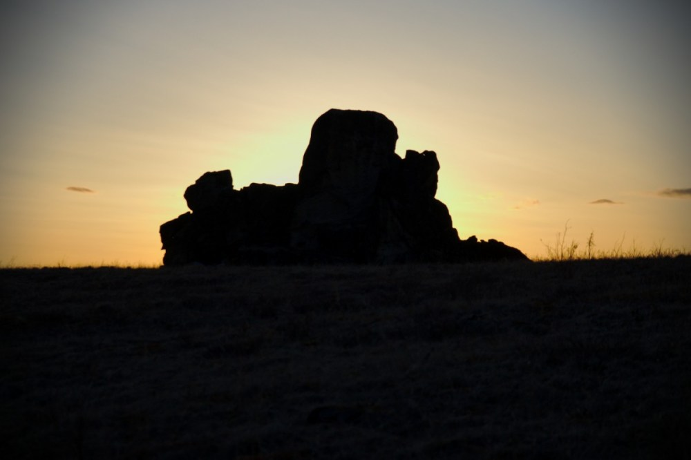 glowing silhouette at tors