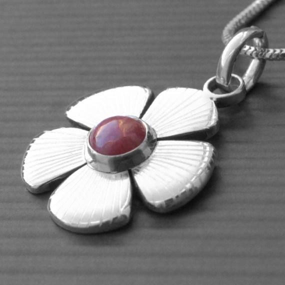 Daisy Birthstone Necklace
