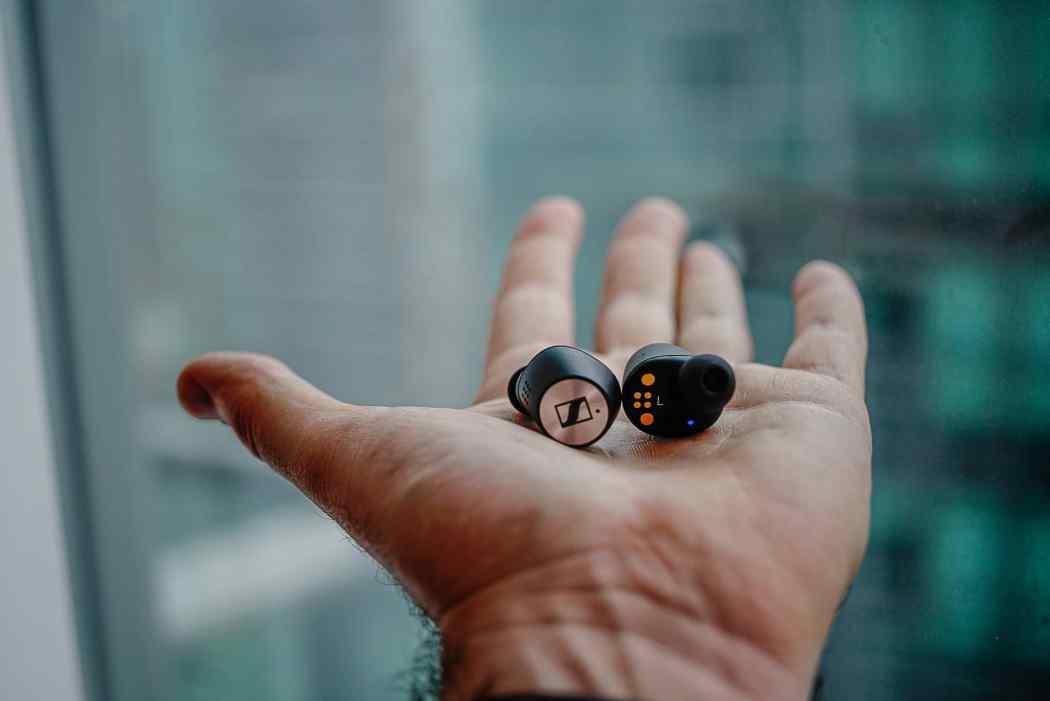 Sennheiser-Momentum-True-Wireless-2-Earbuds-2020-LXRY-3