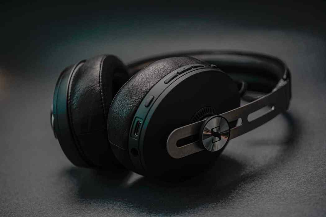 Sennheiser-momentum-3-bluetooth-headphones-2021-lxry-2