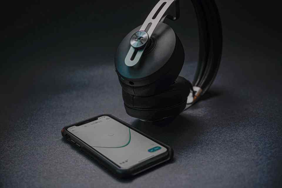 sennheiser momentum 3 bluetooth headphones 2021 lxry 6