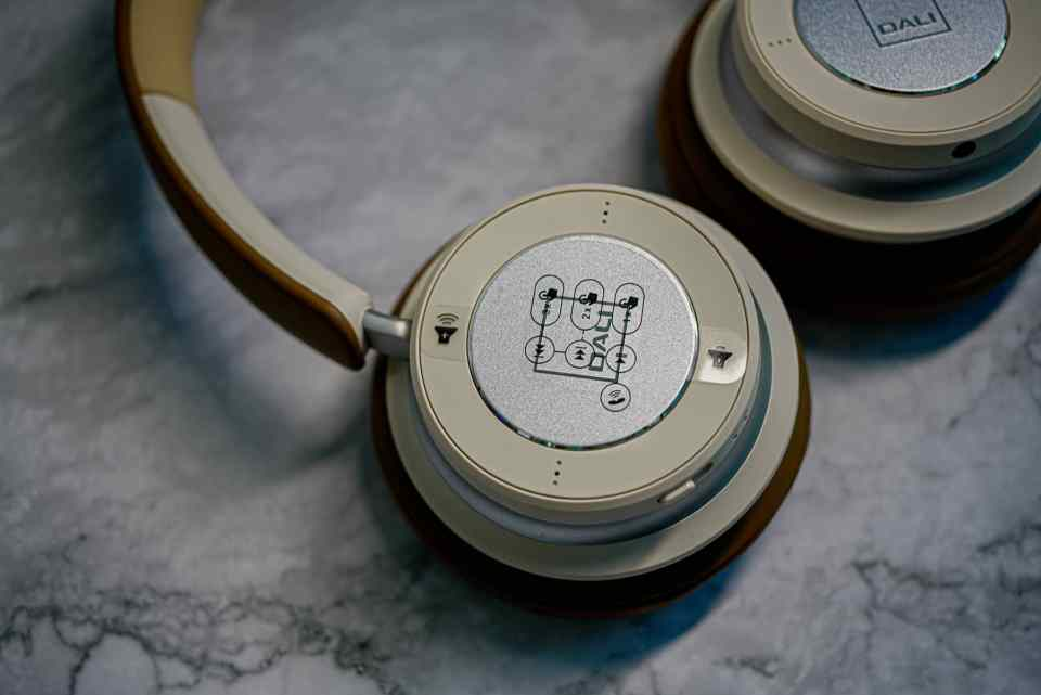 dali io 6 premium hi fi headphones lxry 2021 06