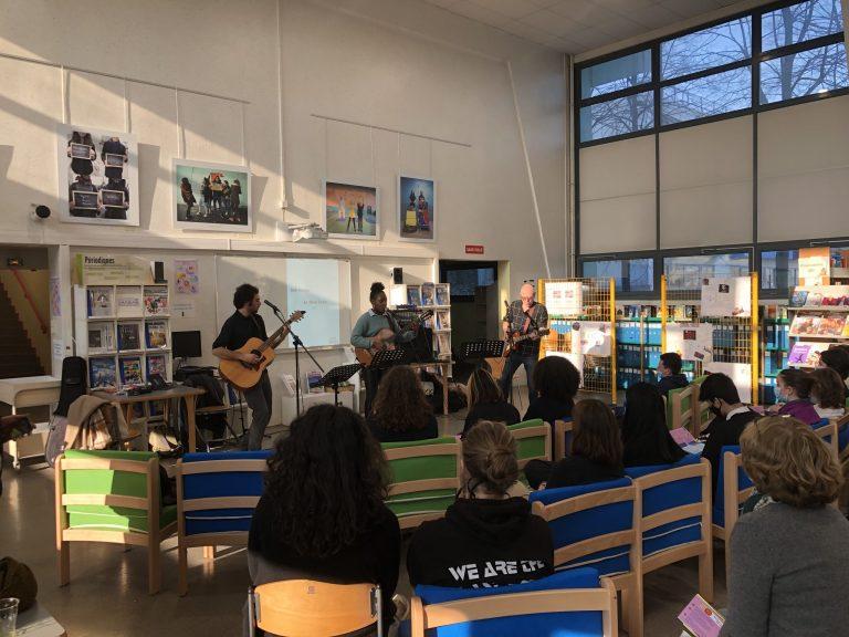 Read more about the article Des mélodies plein la tête pour les élèves de l'atelier musique!