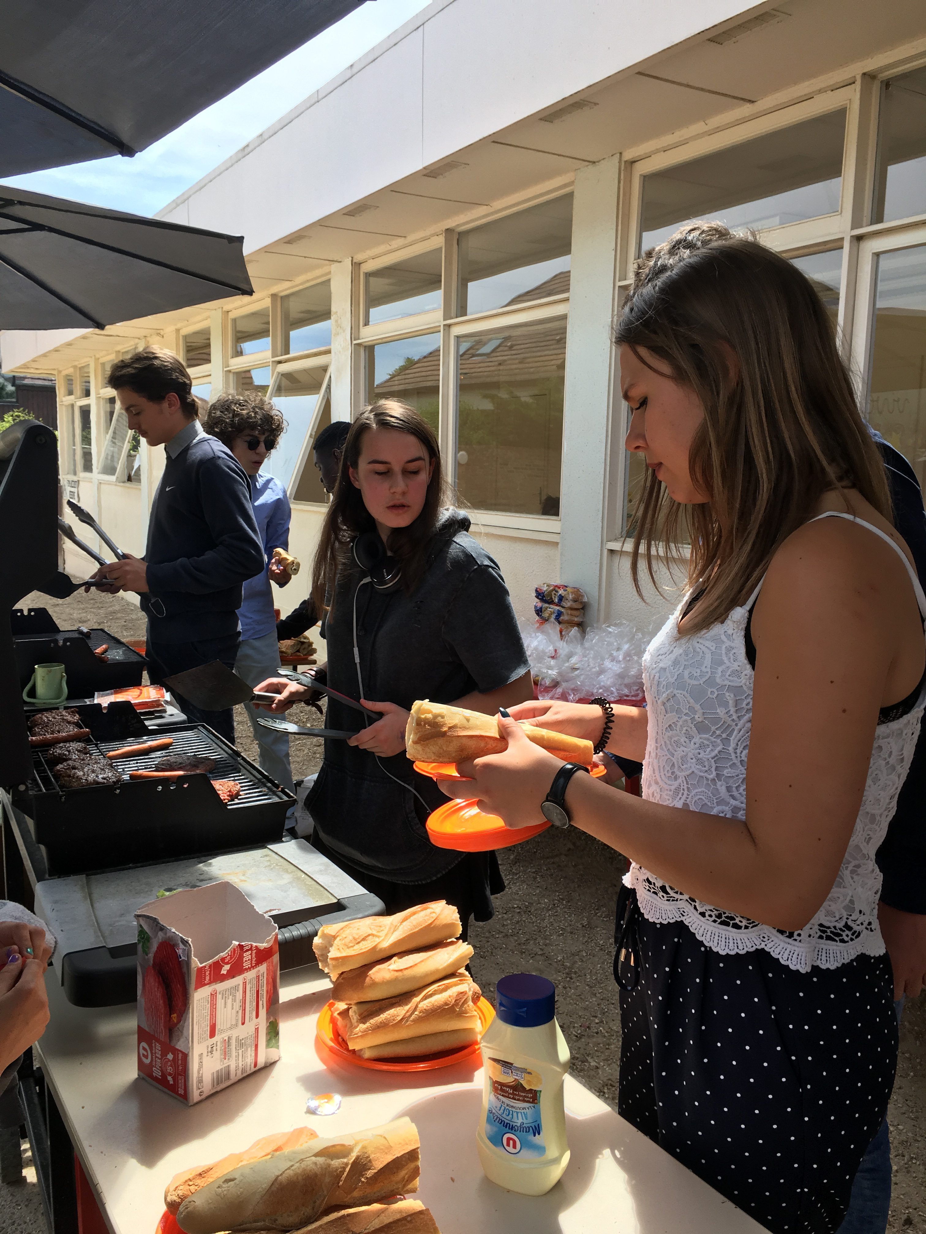 des lyceennes au barbecue