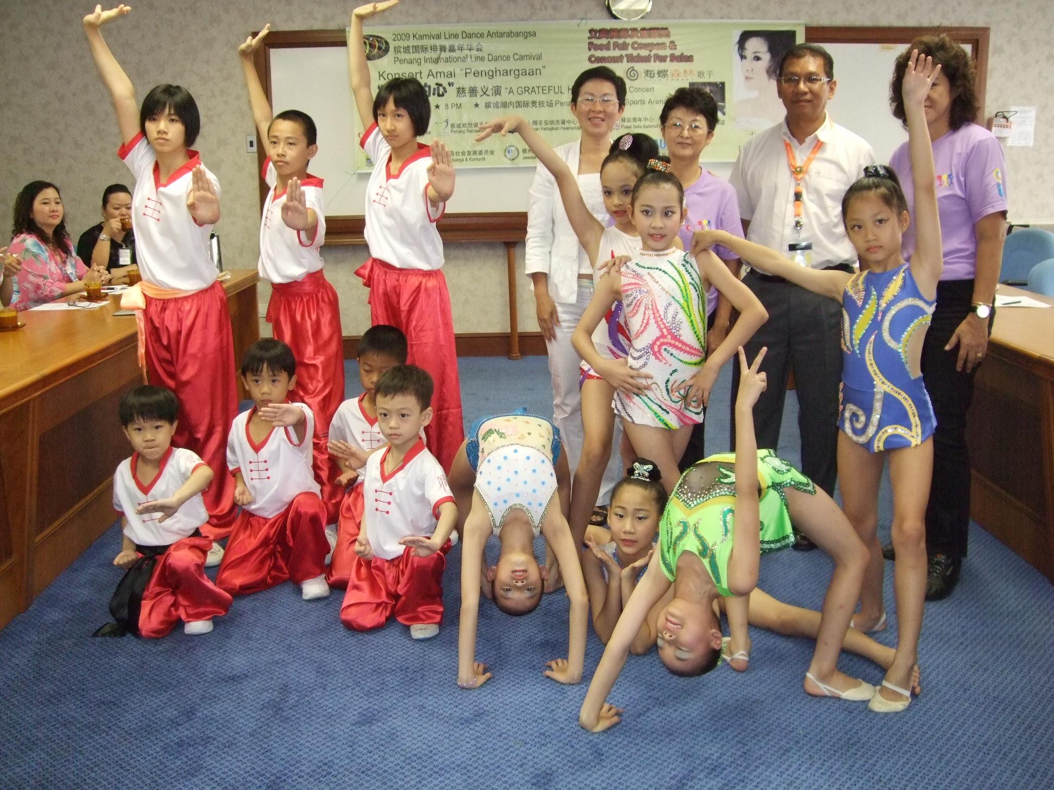 鼎锋武术院及槟城韵律体操协会学员也会现场表演