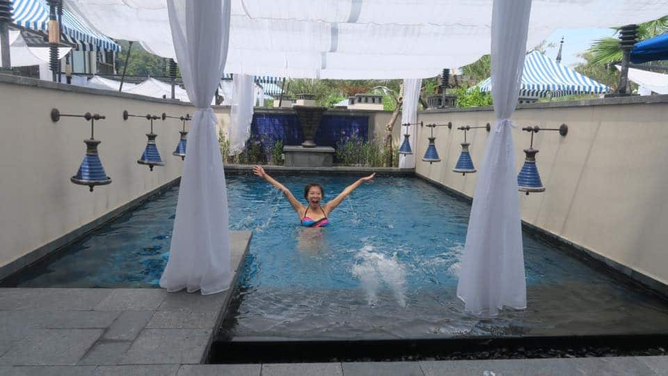 Having an awesome pool party and go crazy with the girls. Check out the Jacuzzi area