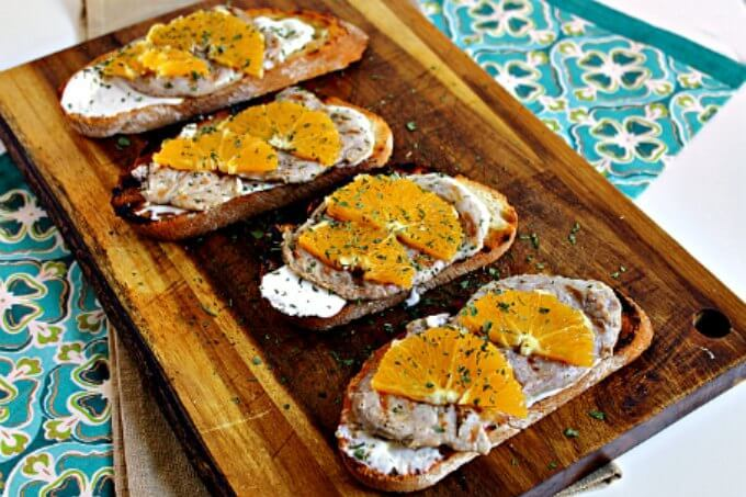Toasts with Pork Tenderloin, Blue Cheese and Orange