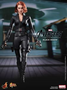 hot-toys-marvels-the-avengers-black-widow-walk