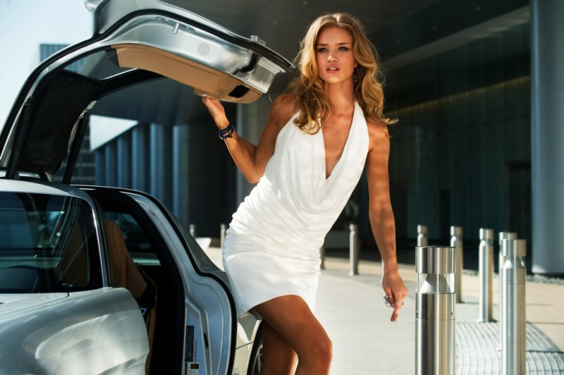rosie-huntington-whiteley-in-transformers-dark-of-the-moon
