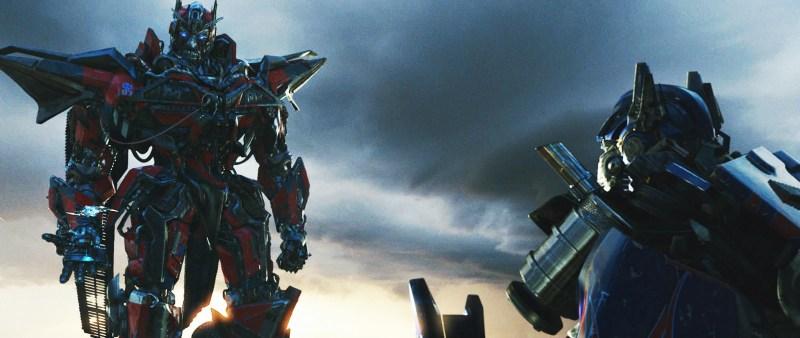 sentinel-prime-confronts-optimus-prime-in-transformers-dark-of-the-moon.jpg