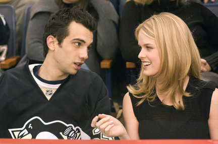 shes-out-of-my-league-jay-baruchel-and-alice-eve