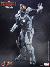 Hot Toys Iron Man 3 Starboost figure - aiming