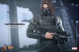Hot Toys Captain America The Winter Soldier - Winter Soldier masked with big gun