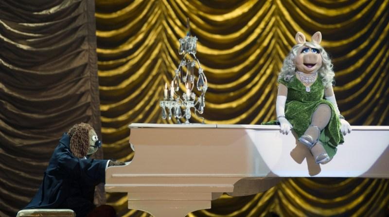 Jay Maidment/Disney Enterprises, Inc. Rowlf and Miss Piggy perform.
