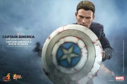Hot Toys Captain America The Winter Soldier - Steve Rogers holding shield up