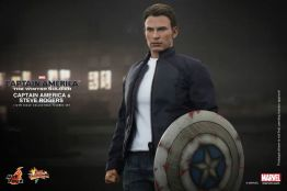 Hot Toys Captain America The Winter Soldier - Steve Rogers holding shield