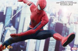 Hot Toys The Amazing Spider-Man 2 - Spider-Man leaping