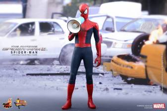 Hot Toys The Amazing Spider-Man 2 - Spider-Man with bullhorn