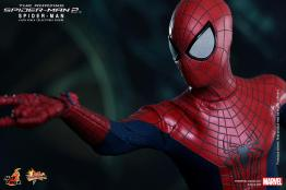 Hot Toys The Amazing Spider-Man 2 - tight web shooting Spidey shot