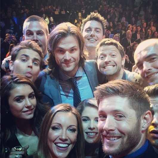 CW cast Oscar selfie