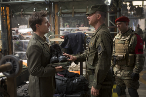 David James/Warner Bros. Pictures Cage (Tom Cruise) and Master Sgt. Farell (Bill Paxton).