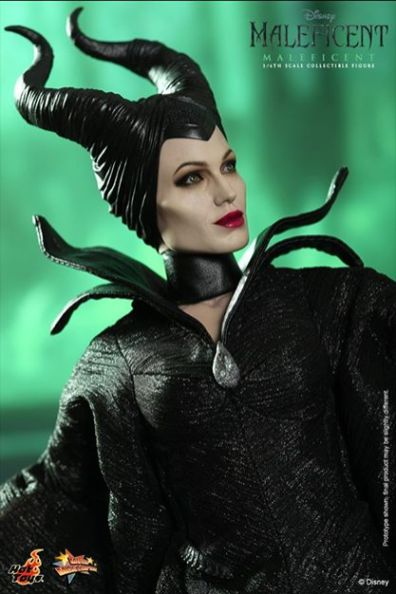 Hot Toys Maleficent close up