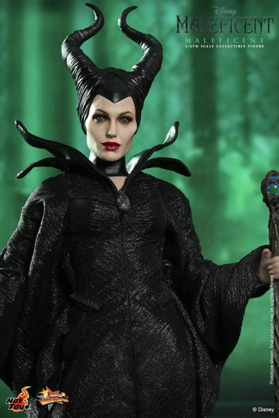Hot Toys Maleficent close with staff