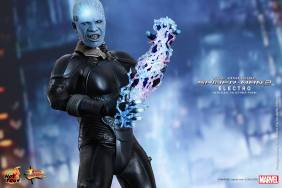 Hot Toys The Amazing Spider-Man 2 - Electro lighting up with bolts