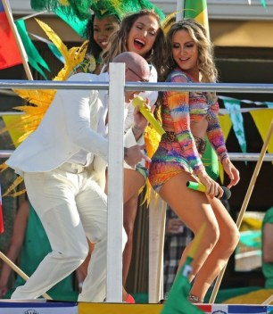 Pitbull, J-Lo and claudia leitte dancing