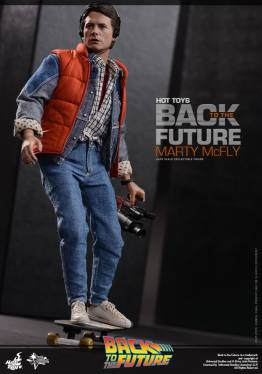 Hot Toys Back to the Future Marty McFly on skateboard