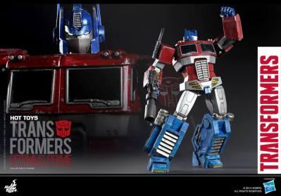 Hot Toys Gen 1 Optimus Prime - Starscream variant - close up