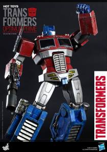 Hot Toys Gen 1 Optimus Prime - Starscream variant - fist up
