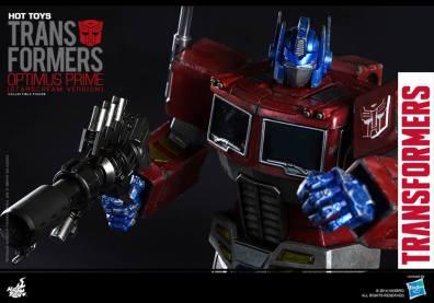 Hot Toys Gen 1 Optimus Prime - Starscream variant - running and aiming
