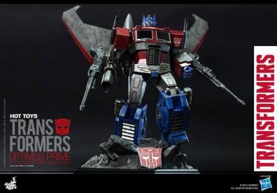 Hot Toys Gen 1 Optimus Prime - Starscream variant - standing
