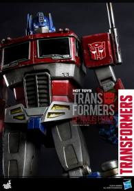Hot Toys Gen 1 Optimus Prime - Starscream variant - vertical close up