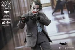 Hot Toys Joker exclusive aiming shotgun