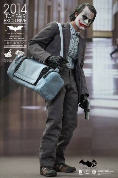 Hot Toys Joker exclusive holding satchel and gun