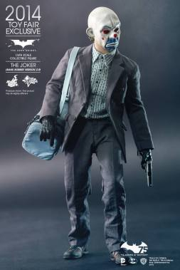 Hot Toys Joker exclusive with mask and armed