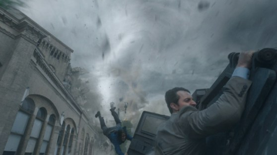 Warner Bros. Pictures Gary (Richard Armitage) and Allison (Sarah Wayne Callies) try to hold on.
