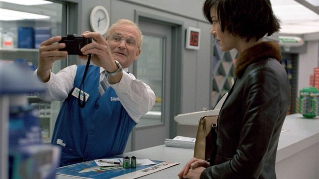 One Hour Photo - Robin Williams and Connie Nielsen
