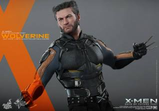 Hot Toys X-Men DOFP Wolverine - closer shot