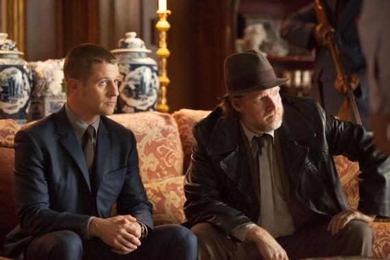 Gotham - Penguin's Umbrella - Gordon and Bullock