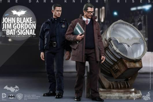 Hot Toys The Dark Knight Rises - Blake and Gordon - walking by bat signal