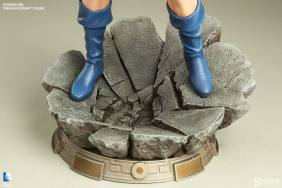 Sideshow Collectibles Power Girl - base shot