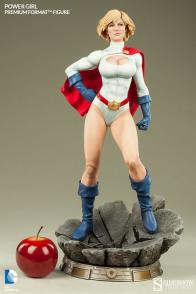 Sideshow Collectibles Power Girl - scale