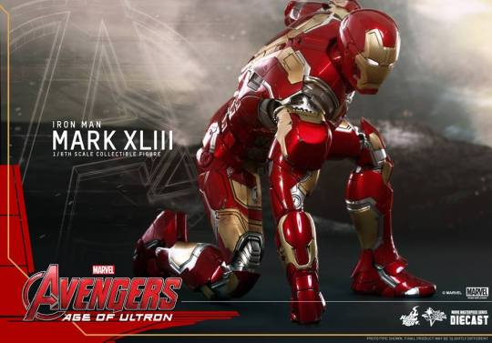 Hot Toys Iron Man Mark XLIII figure - crouch side