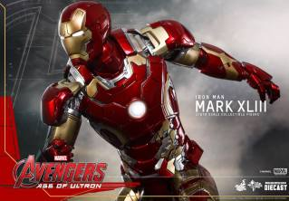 Hot Toys Iron Man Mark XLIII figure - zooming forward