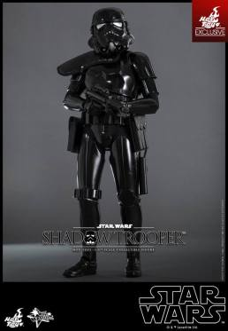 Hot Toys Star Wars Shadowtrooper -holding gun