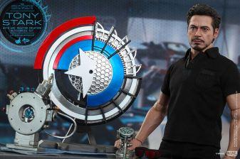 Hot Toys Tony Stark Iron Man 2 figure - close up